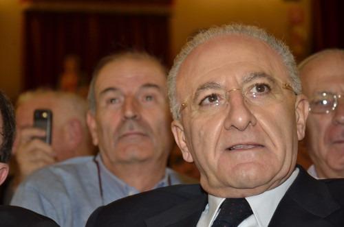 Caso De Luca, firmata l'ordinanza: è sospeso dalle funzioni di sindaco di Salerno