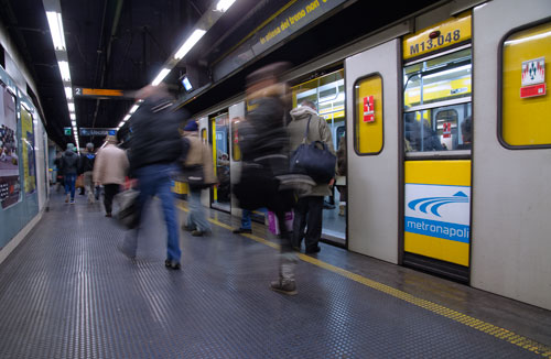 Ministro Toninelli incontra de Magistris: nulla osta per 20 nuovi treni linea 1 metrò