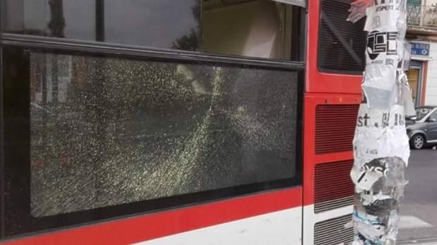 Scampia, nuovo assalto contro una delle linee Anm che dovevano essere deviate: vetri in frantumi