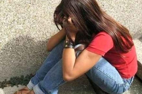 Mercato San Severino, mostra video porno ad alunna 12enne: arrestato bidello