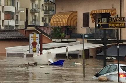 A Benevento si spala fango, operaio cade: è grave. Esonda Volturno, danni nel Casertano TEMPO REALE