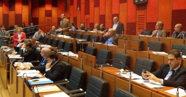 Consiglio comunale di Napoli, ufficiali gli eletti. Fucito in pole per la presidenza: addio giunta