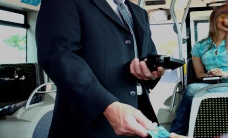 Secondigliano, senza biglietto sull'autobus: aggredisce controllore, arrestato 54enne
