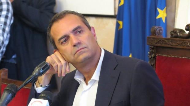 """De Magistris: """"Io tifo Napoli"""""""