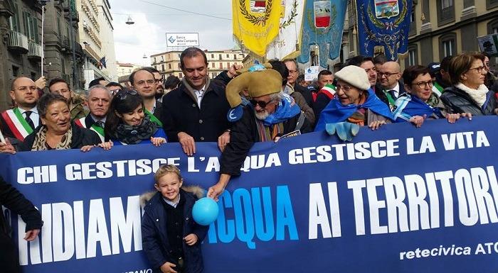 """Acqua pubblica, rottura de Magistris-comitati. """"Il sindaco ci ha tradito"""". """"Mentono, non privatizzo"""""""