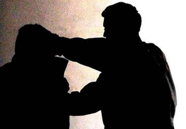 Montella, banda di giovani picchia coetaneo per motivi passionali: quattro denunciati