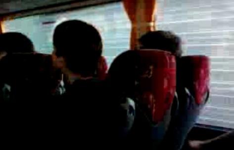 Benevento, a fuoco autobus con studenti a bordo. Tutti illesi