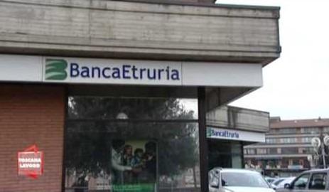 "Crac Banca Etruria e consulenze: ""17 indagati a rischio processo, c'è babbo Boschi"""