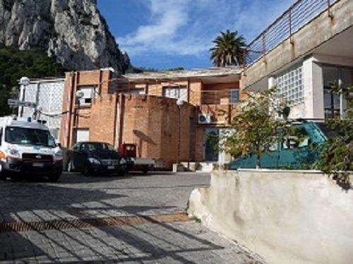 Capri, al Capilupi la tac non funziona da mesi: bimbo trasferito a Napoli, residenti furiosi