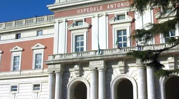 Piantonato al Cardarelli, detenuto evade: è caccia all'uomo