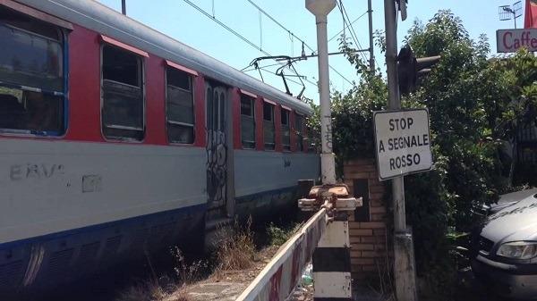 Cumana, treno deraglia a Pozzuoli: nessun ferito