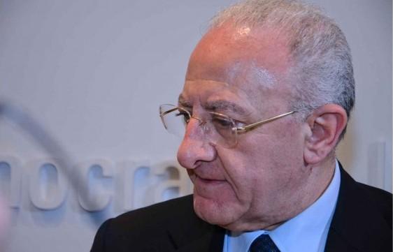 """Riunione con i sindaci, esposto in Procura contro De Luca: """"Esalta le clientele"""""""