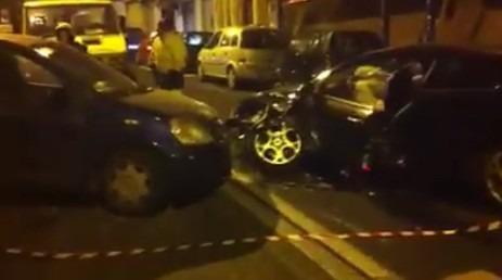 Napoli, tamponamento in via Tasso: 4 feriti, 2 auto distrutte – Video