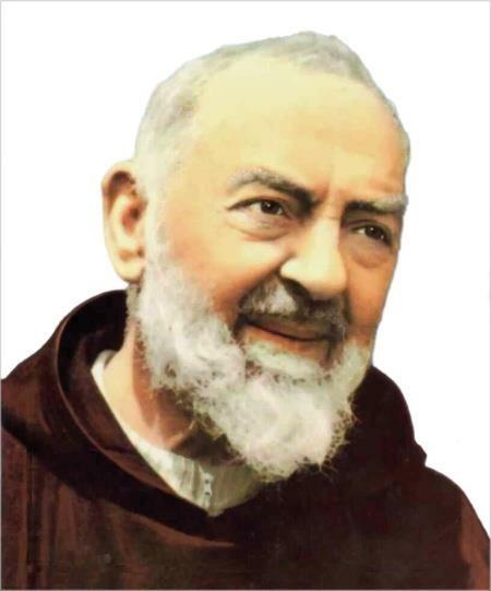 Le spoglie di Padre Pio a Pietralcina, la prima volta da quando è Santo