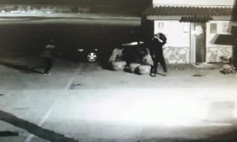 Qualiano, rapinano benzinaio con la tecnica dello sfondamento: 4 arresti – Video