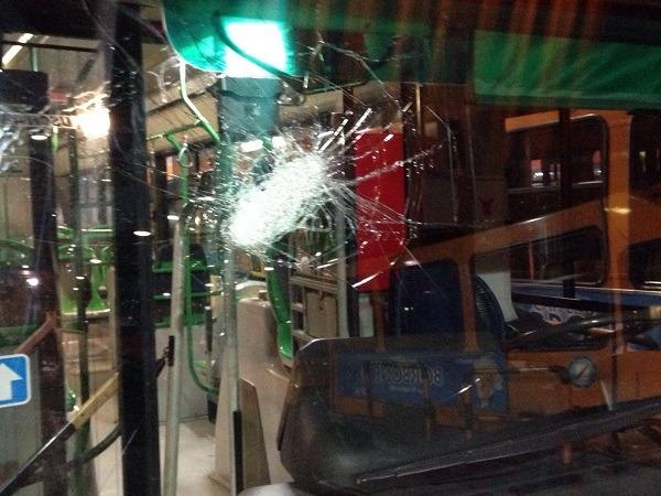 Scampia, baby gang assalta autobus: vetri rotti, autista vittima 2 volte in 10 giorni