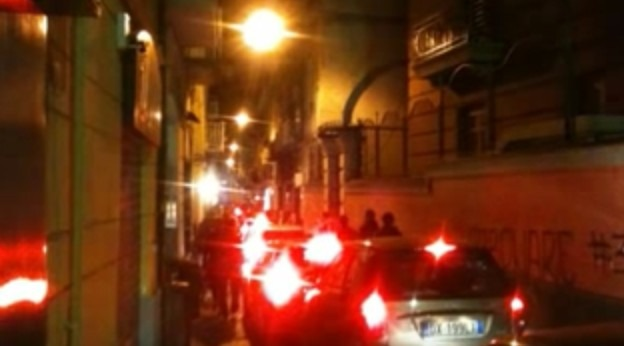 Baretti Chiaia, colpo di pistola durante lite: ferito 21enne