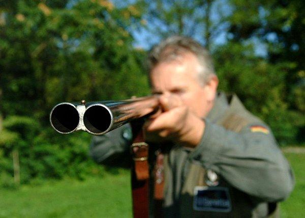 Scambiato per uccello dietro le frasche: 62enne di Ercolano ferito mentre caccia