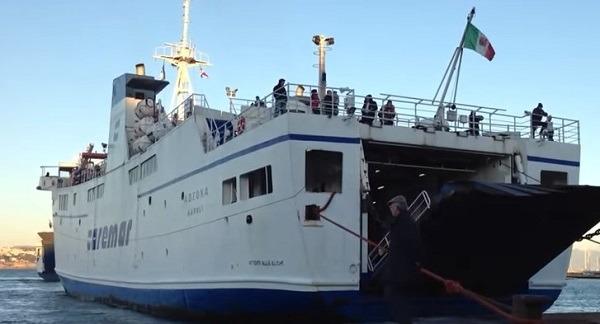 Caremar, regolari collegamenti nel Golfo di Napoli nonostante lo sciopero