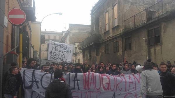 Passerella di governo alla Reggia di Caserta, sit-in lavoratori e attivisti Terra dei fuochi
