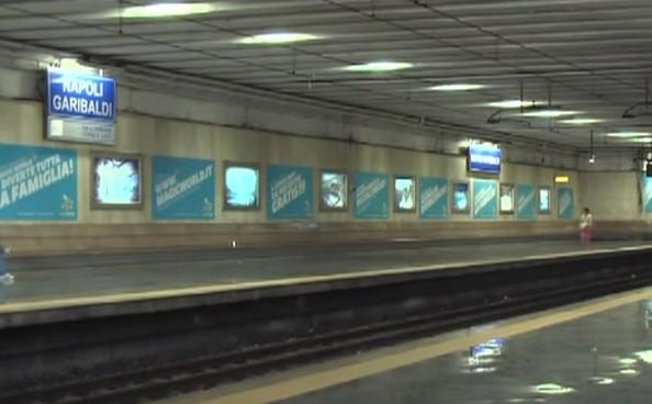 Circumvesuviana, a Napoli tossicodipendente si addormenta sui binari: circolazione in tilt