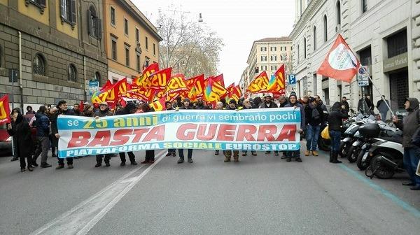 Niente vincoli di bilancio per le spese militari, cortei contro l'Ue a Roma e Milano
