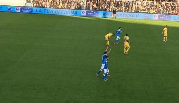 """Frosinone-Napoli 0-2 al 45′: dominio azzurro, """"titolo"""" d'inverno a un passo"""