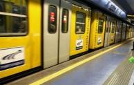 Napoli, baby gang manomette porte del metrò: linea 1 ferma due ore