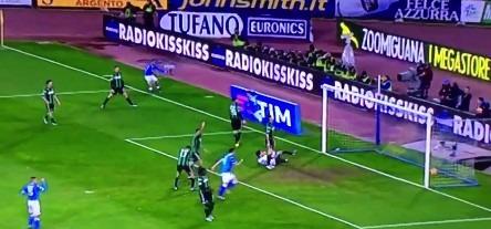 Napoli-Sassuolo 2-1 al 45′: Callejon-Higuain ribaltano una gara nata male