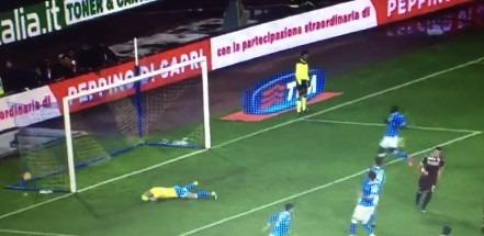 Napoli-Torino 2-1 al 45′: gara batticuore, Insigne e Hamsik trafiggono i granata