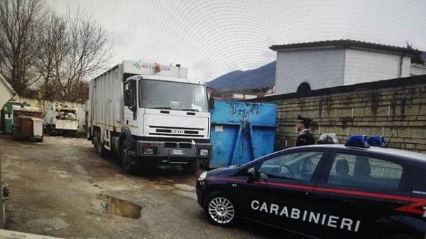 Arienzo, sigilli ad area comunale affidata a ditta del servizio raccolta rifiuti: una denuncia