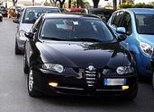 Casoria, rubano auto e la portano via spingendola con altra vettura: un arresto