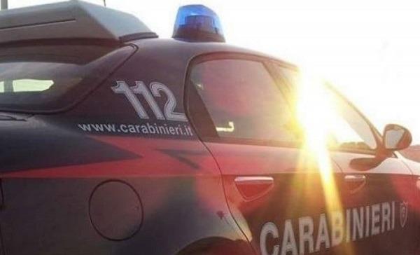 Agguato in officina a Marano: morto 30enne, grave il padre che ha tentato di proteggerlo dai killer