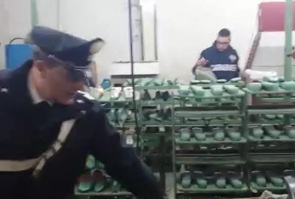 Operai al nero e violazioni norme sicurezza, sospeso calzaturificio a Casalnuovo – Video