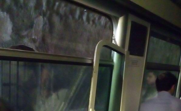 Treni Eav allo stremo: si stacca finestrino su Circumflegrea, studentessa ferita alla testa