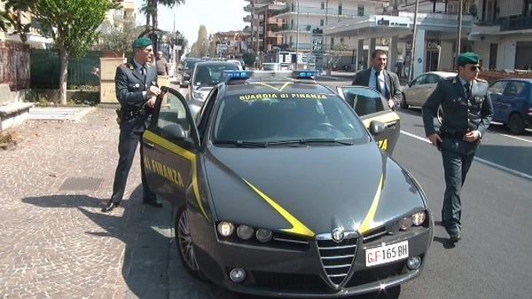 Riciclaggio della camorra, sequestrate 9 gioiellerie tra Napoli e provincia