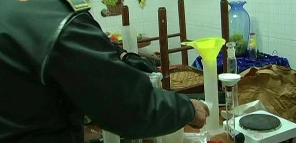 San Giuseppe Vesuviano, scoperta raffineria di cocaina: 5 arresti – Video