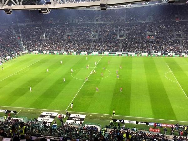 Juventus-Napoli 0-0 al 45′: azzurri a muso duro, Bonucci salva su Higuain