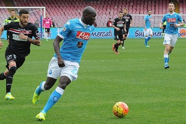 Il Napoli batte il Carpi e le mega sviste arbitrali: comandano sempre gli azzurri