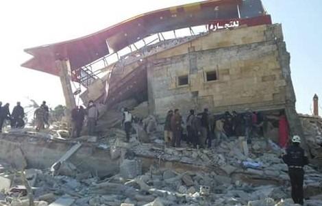 Bombe su due ospedali in Siria, uno è di Msf. Putin e Assad fanno 23 morti