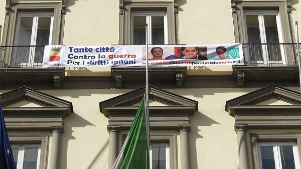 Napoli contro la guerra e per i diritti umani: manifesto su Palazzo San Giacomo
