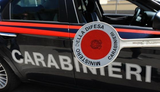 Forza l'alt a Casalnuovo e viene inseguito 15 km: sbatte contro muro, ferito e arrestato