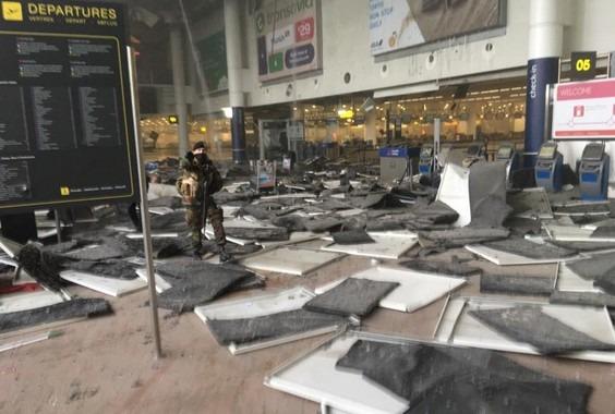 Bruxelles sotto attacco, esplosioni all'aeroporto e nel metrò: morti e feriti