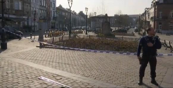 Spari a Bruxelles durante perquisizione antiterrorismo, feriti 4 agenti: 2 fuggitivi