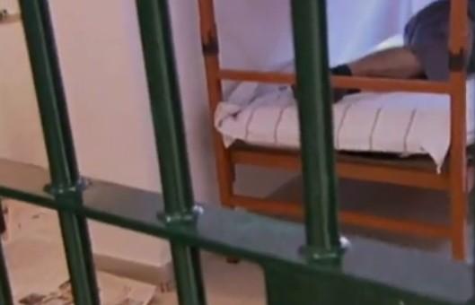 Preso sabato per rapina, s'impicca in cella 30enne di Afragola: giallo a Poggioreale
