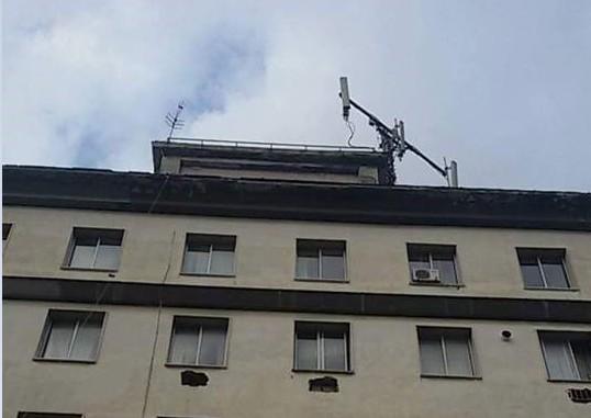 Napoli, 3 antenne telefoniche su palazzo del Comune dove c'è una scuola: lì da 20 anni