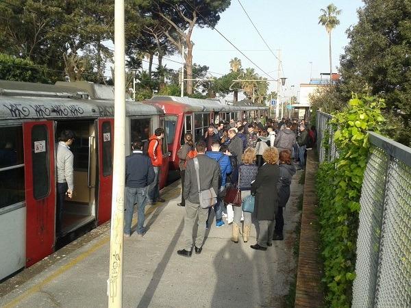 Tagli di governo e regione, chimera trasporti pubblici per 270mila pendolari in Campania