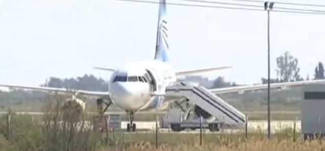 Aereo Egypt Air dirottato a Cipro, arrestato il dirottatore