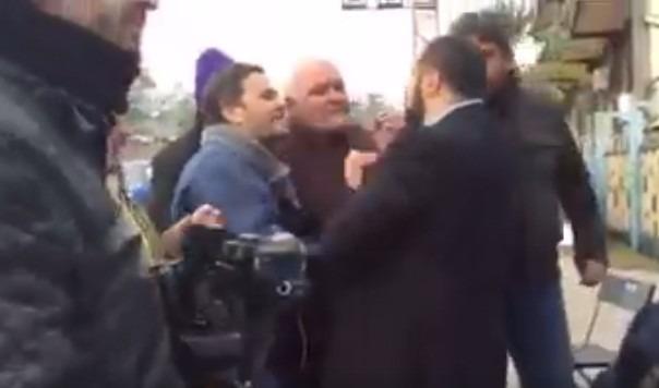 Operai assaltano attivisti e giornalisti al presidio contro Fonderie Pisano, caos a Salerno – Video