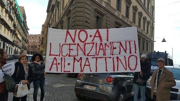 Licenziamenti al Mattino in crisi, protesta dei poligrafici sotto la sede